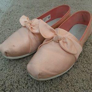 Blush Pink TOMS w/ Bow Detail Size 9.5